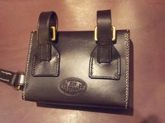 Hunting sandwich tin case, straps on back attach to your Saddle.
