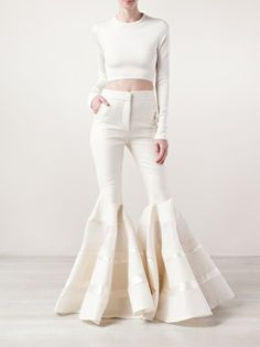 Shop designer flared trousers for women at Farfetch for vibes from brands including Off-White, Chloé and Versace. Bell Bottom Pants, Bell Bottoms, 80s Fashion, Womens Fashion, Fashion Tips, Look 2018, Wide Leg Jeans, White Jeans, Trousers