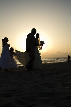 Backlight silhouette. Sposi al Singita