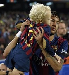 Twitter Neymar Jr, Barcelona Team, Daddy And Son, Soccer Stars, Best Player, Lionel Messi, Football Players, Manchester United, Role Models