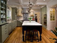 Designer Laura Dalzell takes a mismatched kitchen and turns it into a mint-green masterpiece that fits right in with the traditional Kentucky home.