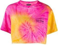 Tye Dye, Camisa Tie Dye, Textile Dyeing, Dyeing Fabric, Costura Diy, Tie Dye Crafts, Tie Dye Fashion, Tie Dye Outfits, How To Tie Dye