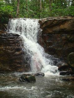Cachoeira da Onça, em Presidente Figueiredo, estado do Amazonas, Brasil.  Fotografia: glaubercr em www.mochileiros.com