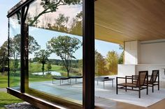 LM Guest House in Dutchess County, New York by Desai/Chia Architects. It's not a typical weekend cottage. It's minimalistic and elegant.