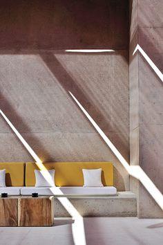 Via promenadedeco Amangiri Resort and Spa, Marwan Al-Sayed, Wendell Burnette and Rick Joy, Utah, USA Exterior Design, Interior And Exterior, Home Interior, Interior Inspiration, Design Inspiration, Concrete Bench, Cozy Corner, Home And Deco, Wabi Sabi