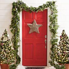 As luzinhas não podem faltar no Natal: elas conferem um ar intimista aos ambientes e ficam lindas na decoração. Confira 14 ideias.