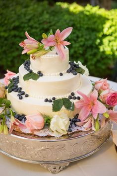 Calla lilies and blueberries wedding cake ~ Stephanie N. Baker Photography    bellethemagazine.com