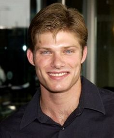 Chris Carmack Hairstyle, Makeup, Suits, Shoes and Perfume.