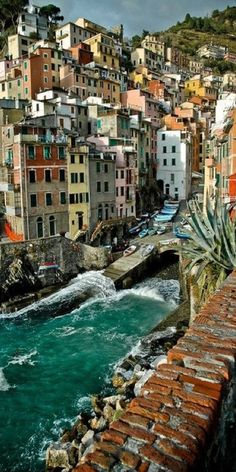 Riomaggiore harbor on the Cinque Terre of the Italian Riviera • photo: Joris H. Janssen on 500px