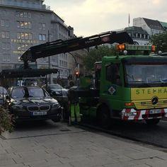 An der Binnenalster zu parken kann gefährlich sein... #hamburg#parken#alster#wearehamburg#HiH#stupid