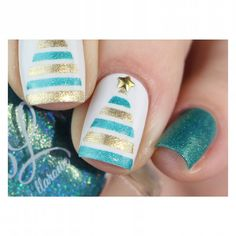 Turquoise and Gold Christmas Tree Nails