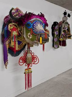 Benoit Huot - La maison rouge - fondation antoine de galbert Sculptures Céramiques, Art Sculpture, Inspiration Art, Outsider Art, Textiles, Installation Art, Art School, Contemporary Artists, Illustration Art