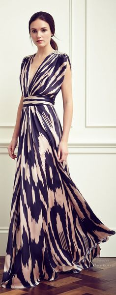 Stunning maxi. Neckline a bit too plunging. Otherwise perfect.