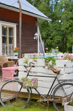 Elämää villa honkasalossa: HassuKesäTerassi Hobbit Hole, Shabby Chic, Victorian, Cabin, Bicycles, Cottages, Villa, House, Life Happens