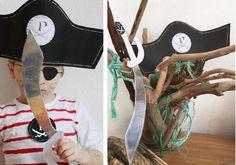 Piraten Kostüm zum schnellen Selbermachen ohne Nähen mit Free Printable für Piraten Hut, Schwert und Piraten Emblem / easy-peasy DIY / mehr auf FAMILICIOUS.de #Faschingskostüm #selbermachen #pirat #freeprintable