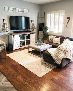 Living room Ideen Wohnzimmer Dunkelbraune Couch A Leap In To The Unknown? Living Room Decor Brown Couch, Home Living Room, Living Room Designs, Decor With Brown Couch, Apartment Living Rooms, Brown Couch Pillows, Cozy Living Room Warm, Studio Apartment, Apartment Ideas
