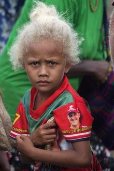 Island People Solomon Blonde Hair | ... clothes making shell-money | Solomon Islands | Solomon Islands