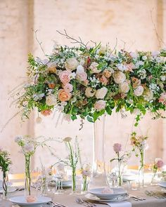 So many exciting projects going on in London this week! We'll keep you updated and meanwhile amazing arrangements made by @weddingandeventsfd during the @chapeldesigners in April! #meijerroses #luxuryroses #weddingidea #weddinginspiration #bridetobe