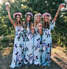 When your rosé matches your flower crowns  #mumuweddings