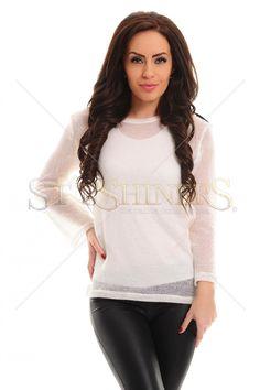 Bluza PrettyGirl Viva Chic White. Bluza PrettyGirl, cu un croi larg, poate fi alegerea cea mai buna daca vrei sa adopti o tinuta moderna. Aplicatiile din piele ecologica de la maneci si din zona umerilor aduc un aer rebel outfitului.