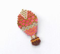 Broche montgolfière rose perles de verre Miyuki : Broche par perlette-et-plumette                                                                                                                                                                                 Plus