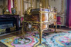 Escritorio, era mesa de trabajo, tenía una única llave que lo abría. Una obra de arte en esa época – Aposentos privados del Palacio de Versalles