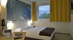 Zimmer mit französischem Bett im B&B #Hotel Hamburg-Nord