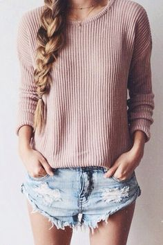 I love this whole outfit: knitted sweater + denim shorts. My style! Fashion Mode, Look Fashion, Teen Fashion, Denim Fashion, Looks Style, Style Me, Daily Style, Spring Summer Fashion, Spring Outfits