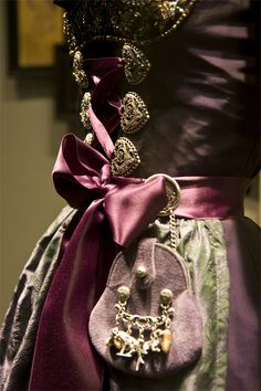 Dirndl style http://www.oktoberfesthaus.com