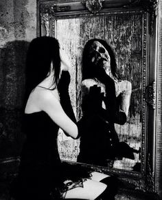 Women of Horror and Violence Arte Horror, Horror Art, Scary Photography, Creepy Horror, Creepy Art, Look In The Mirror, Gothic Art, Cthulhu, Macabre