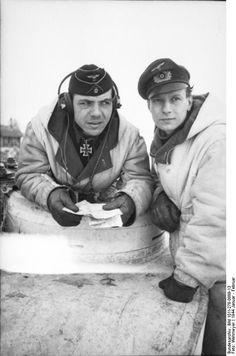 s.Pz.Abt. 505, in the commanders cupola of Tiger Nr. II, Oberleutnant Karl-Wilhelm Knauth speaks with Wolfgang Krönke the Adjutant of s.Pz.Abt. 505, January 1944.