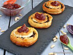 Hojaldres de morcilla con queso y mermelada