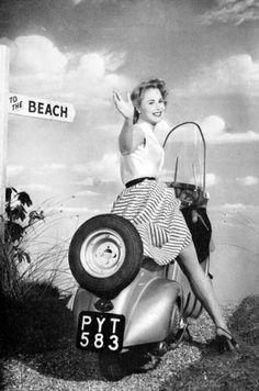 Riding to the beach (via 2strokemadness)
