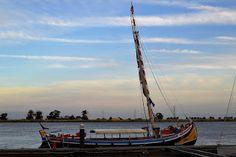 """Barco Varino Liberdade, Porto de Recreio de Vila Franca de Xira. No dia 25 de Abril de 2016, este barco irá ganhar a """"Bandeira Azul para Embarcações"""" e comemora ainda os seus 71 Anos !  #vilafrancadexira #portugal #riotejo"""