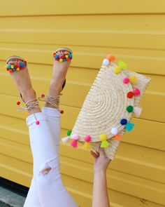 From Whitney: This is such a FUN clutch! I love pom pom details. Pom Pom Clutch, Pom Pom Sandals, Pochette Diy, Pom Pom Crafts, Red Sole, Crochet Bags, Diy Clothes, Sewing Projects, Crochet Patterns