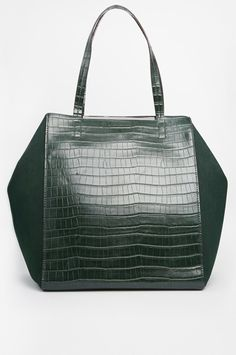 Our Favorite Commuter Bags That Work #refinery29  http://www.refinery29.com/commuting-bags#slide24