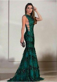 Seleção de vestido de festa verde para madrinhas e formandas