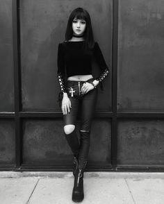 gothicandamazing: Model: Kina Shen Welcome to Gothic and Amazing. Gothic Girls, Gothic Lolita, Dark Fashion, Gothic Fashion, Moda Ulzzang, Goth Glam, Mode Costume, Estilo Rock, Goth Beauty