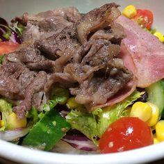 #肉サラダ丼#牛ロース#ベーコン#サラダ#野菜#牛肉#肉#米#飯#自作#おうちごはん#男料理#meatsaladbowl#beef#bacon#salad#vegetables#meat#rice#homemade#good#instafood#gourmet#delicious#love#mancooking#food#foodie#foodporn#foodgasm