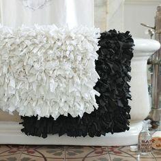 Tapis de bain en jersey recyclé. Vendu en ligne chez West Elm