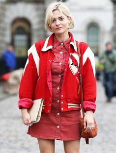 """Os casacos tipo """"varsity"""", que nasceram entre as equipas das universidades e as """"cheerleaders""""."""