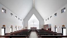 Obra del estudio de Seúl Archigroup MA, la iglesia católica Inbo fue construida con un presupuestoreducido en la ciudad de Ulsan, al sureste de Corea del Sur. El volumen, de hormigón con acabado rugoso y cubierta a dos aguas...
