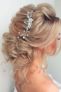 Mind-blowing Wedding Hair Styles for Brides Who Follow Trends ★ See more: http://lovehairstyles.com/wedding-hair-styles/