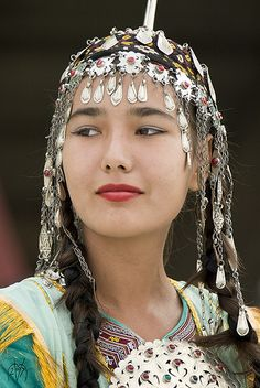 Traditional Turkmen Girl von Manfred Vaeth Beautiful Woman #people, #pinsville, #women