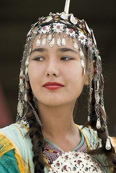 Traditional Turkmen Girl von Manfred Vaeth Beautiful Woman #people, #pinsville, #women