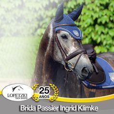 Ésta brida de #Passier fue desarrollada en cooperación con la amazona olímpica de prueba de 3 días #IngridKlimke y es muy amigable para el caballo ya que está suavemente forrada y tiene un buen acceso para las orejas del caballo.
