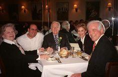 BETY CRONKITE NICK CLOONEY WALTER CRONKITE AND SAL SCOGAMILLO DINING OUT. PATSY'S, NEW YORK CITY. 17 MAY 2002 UAR NO NY DAILY NEWS