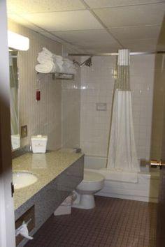 Bathroom, Ramada Lethbridge  |  1303 Mayor Magrath Drive South, Lethbridge, Alberta T1K 2R1, Can
