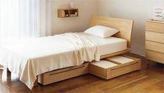 ジャストサイズの引出し収納をセットして、収納力も確保♪ ベッド下のお掃除も楽々なのが嬉しいですね。