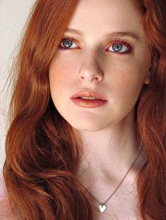 Great makeup for redheads.... Di wants this eyeshadow!!
